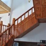 Cầu thang gỗ này chúng tôi làm bằng gỗ đỏ (Cà Te), gỗ hương, gỗ cẩm xe, gỗ cà chít, tạo sự sang trọng, quý phái và độc đáo cho gia đình bạn !.