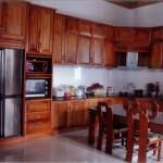 Mẫu tủ bếp 02 được làm hoàn toàn từ gỗ tự nhiên như: gỗ đỏ hi vọng mang lại cho căn nhà bạn sự sang trọng, hãy gọi điện đặt hàng ngay hôm nay nhé.